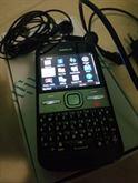 Nokia E5 con accessori